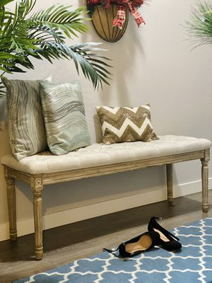 Upholstered traditional entryway wooden bench for Sale in Puyallup, WA
