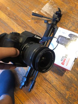 Canon T6 with tripod for Sale in Detroit, MI