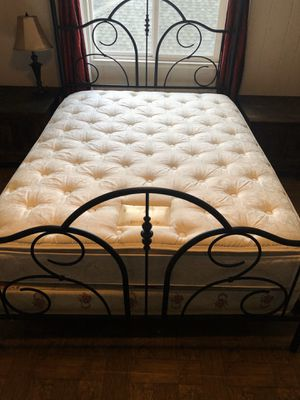 Queen Mattress Set for Sale in Portland, OR