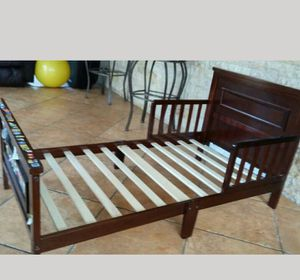 Toddler bed frame for Sale in Hialeah, FL