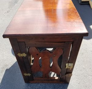 Wood side table / dog crate. for Sale in Lake Wales, FL