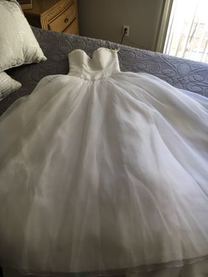 Beautiful Wedding Gown Size 6 for Sale in Modesto, CA