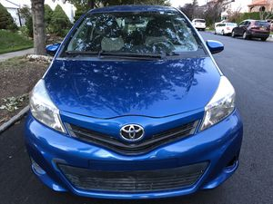 2013 Toyota yaris con 107 mil millas for Sale in Queens, NY