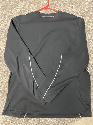 Under Armour Men's Medium Pullover! Runs a little big. for Sale in Mason, OH