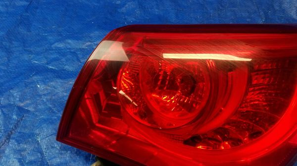 2014 - 2015 INFINITI Q50 RIGHT SIDE TAIL LIGHT LAMP QUARTER PANEL MOUNTED #35682