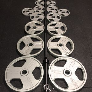 300 Lb Olympic Weight Set With Barbell And Clips for Sale in Beavercreek, OR
