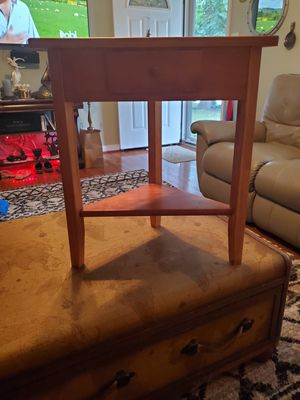 24x22 wooden corner table for Sale in Saint Charles, MO