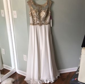 NWT TTNY Prom Dress Medium for Sale in Buffalo, NY