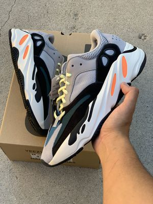 Yeezy Boosy 700 Wave Runner for Sale in Los Angeles, CA