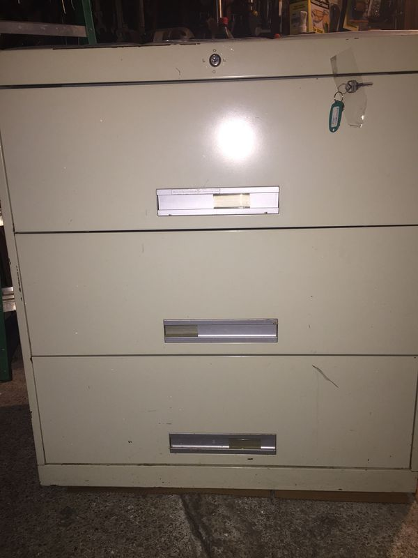Sandusky 3 drawer filing cabinets 135 lbs H40xW36xD19 free perfect condition I live in Arlington Va