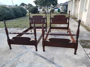 Pair of Antique Solid Mahogany 4 Poster Twin Size Pineapple Bed Frames. for Sale in Deltona, FL
