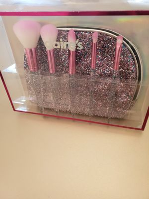5 piece makeup brush & bag set for Sale in District Heights, MD