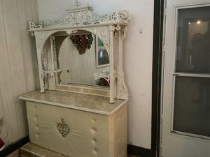 2 Piece Decorative Set With Mirror for Sale in Saginaw, MI