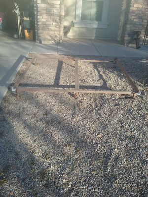 5 pc King or Queen size metal bed frame with 6 wheels for Sale in Gilbert, AZ