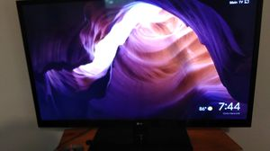 LG 46 lcd tv works great HDMI hook ups etc for Sale in Orrville, OH