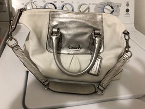 Coach genuine leather bag w/ serial number for Sale in Hayward, CA