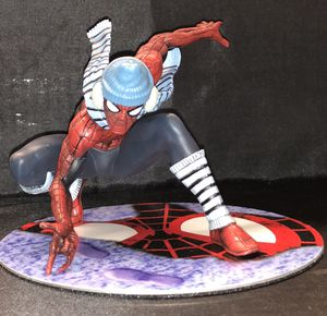 Spider-man winter variant artfx statue magnetic base. Spiderman collectible for Sale in Queens, NY