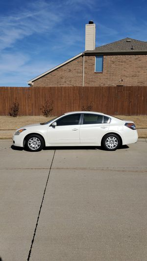 2OO9 Nissan Altima Clean title mint condition tag up to date for Sale in Arlington, TX