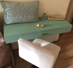 Tiffany blue makeup stand for Sale in Las Vegas, NV