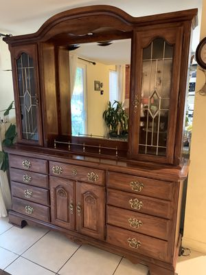 (Kincaid solid wood furniture.) wooden buffet with hutch and glass doors and shelves approx 71x 76x 18 inch very good condition like new for Sale in Las Vegas, NV