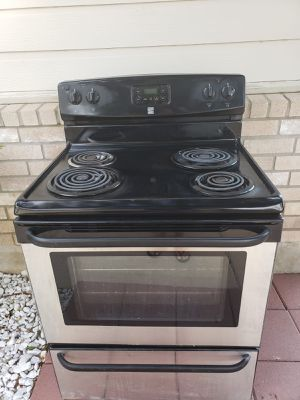 stove in perfect condition with installation delivery included for Sale in San Antonio, TX