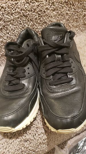 Nike air max tennis shoes size 6/5 color black Used good condition Smoke and Pet free Home for Sale in CANAL WNCHSTR, OH