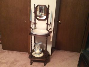 Antique wash basin and mirror. Wash basin and pitcher are in perfect condition for Sale in Golden, CO