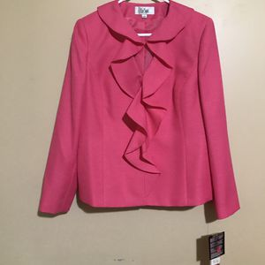 Sale today !! LeSuit Pink Suit for Sale in Norwich, CT