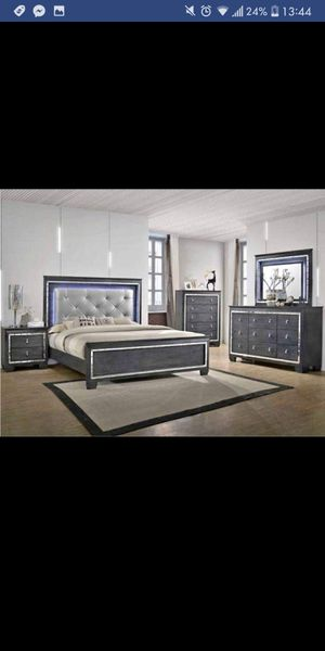 New in Box 5pc. Queen Bedroom Set for Sale in Austin, TX