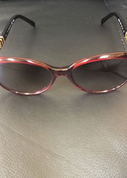 Fendi Oversized round Sunglasses in red and black for Sale in Silver Spring,  MD