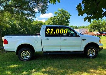 🟢💲1,OOO I m selling URGENTLY this Beautiful💚2OO2 Ford F15O nice Family truck XLT Super Crew Cab 4-Door Runs and drives very smoothly💪🟢 for Sale in Washington,  DC