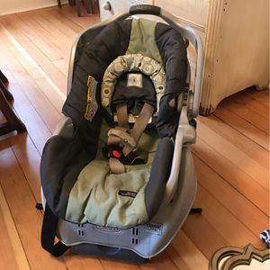 Graco Infant Car seat & Matching Double Stroller for Sale in Bremerton, WA