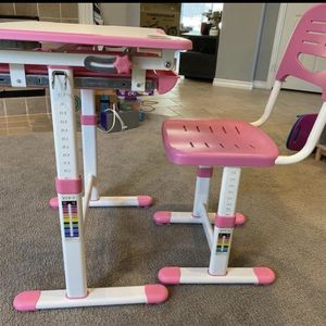 Kids Adjustable Desk And Chair for Sale in Laguna Niguel, CA