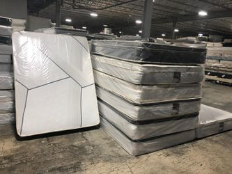 Queen pillowtop mattress with boxspring for Sale in Los Angeles,  CA