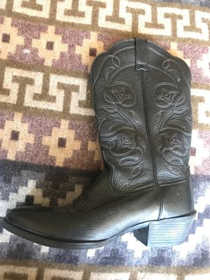 Ariat black leather boot size 7 with floral stiching, rubber teque sole. for Sale in Denver, CO