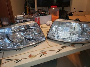 2003 Expedition headlights in excellent condition no scratches for Sale in Chicago, IL
