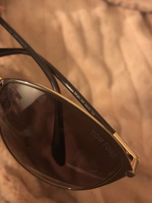 Authentic TOM FORD Penelope TF320 sunglasses for Sale in San Diego, CA