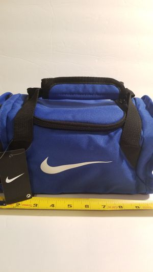 Nike mini Gym bag looking lunch bag. Insulated pocket and storage. for Sale in Spring, TX