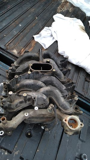 Intake manifold oem ford f150 5.4 for Sale in Houston, TX