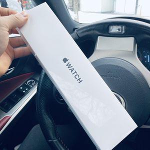 Apple Watch SE 40mm Cel for Sale in Middletown, CT