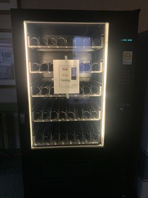 Ams VCF 39 combo snack & drink machine for Sale in Pittsburgh, PA