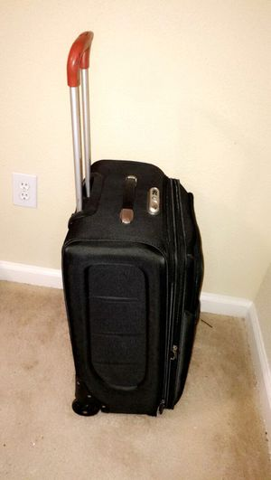 Concord travel suitcase with wheels for Sale in Cypress, TX