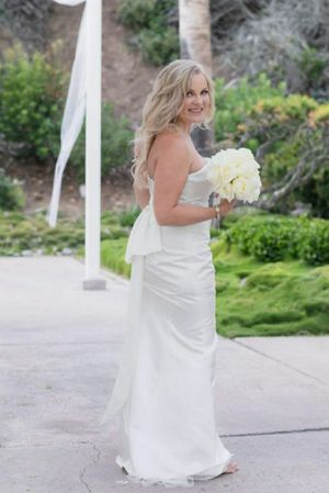 wedding dress M for Sale in Laguna Niguel, CA