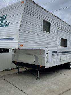 2001 Fleetwood Prowler 30ft 5th Wheel for Sale in Buena Park,  CA