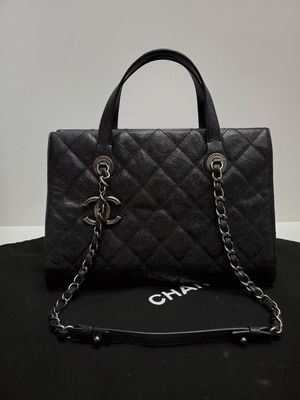 Chanel Caviar Shoulder bag for Sale in Los Angeles, CA