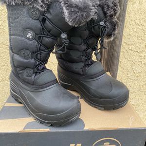 Kids Snow Boots Size 4 for Sale in Long Beach, CA