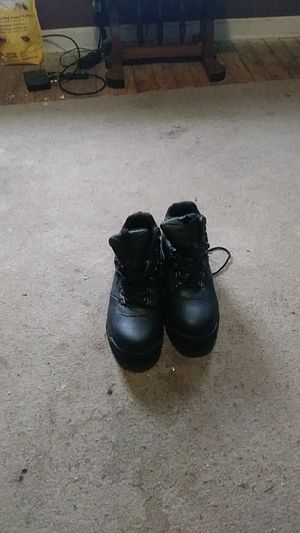 Work boots waterproof for Sale in Brooklyn, OH