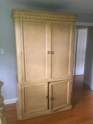 Bedroom set with both nightstands, along with tall and long dresser with a QUEEN sized bed for Sale in PA, US