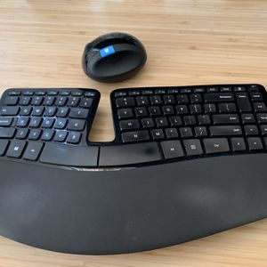 Microsoft Sculpt Ergonomic Keyboard And Mouse (Wireless) for Sale in Los Angeles, CA