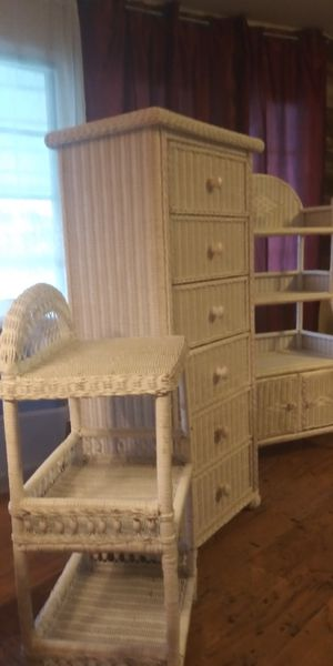 4 Pieces of White Wicker, 6 drawer chest, mirror, side table, book shelf, all for $85. for Sale in Boynton Beach, FL